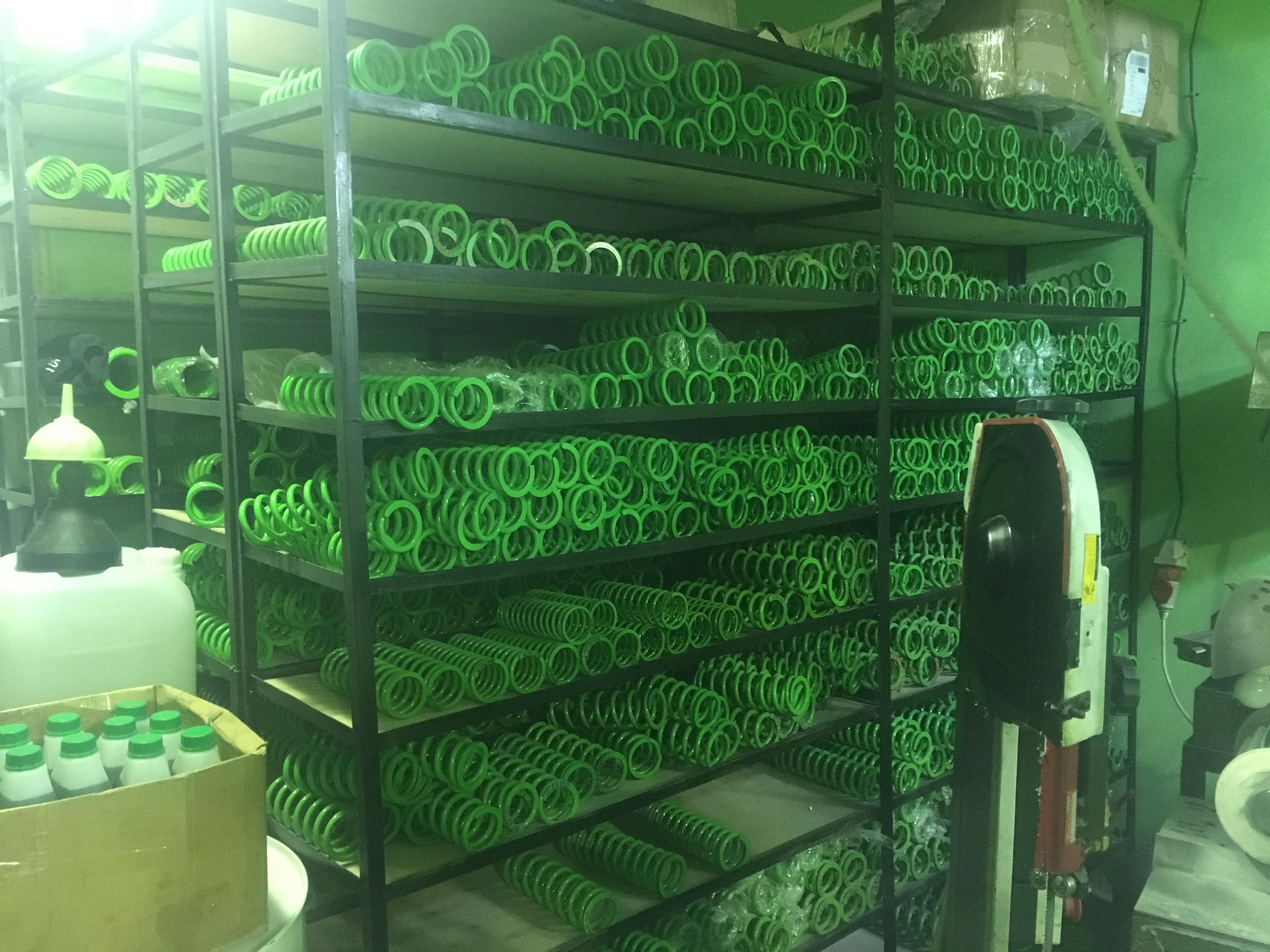 На складе Spectrum имеется большое количество пружин, разных размеров и нагрузок.