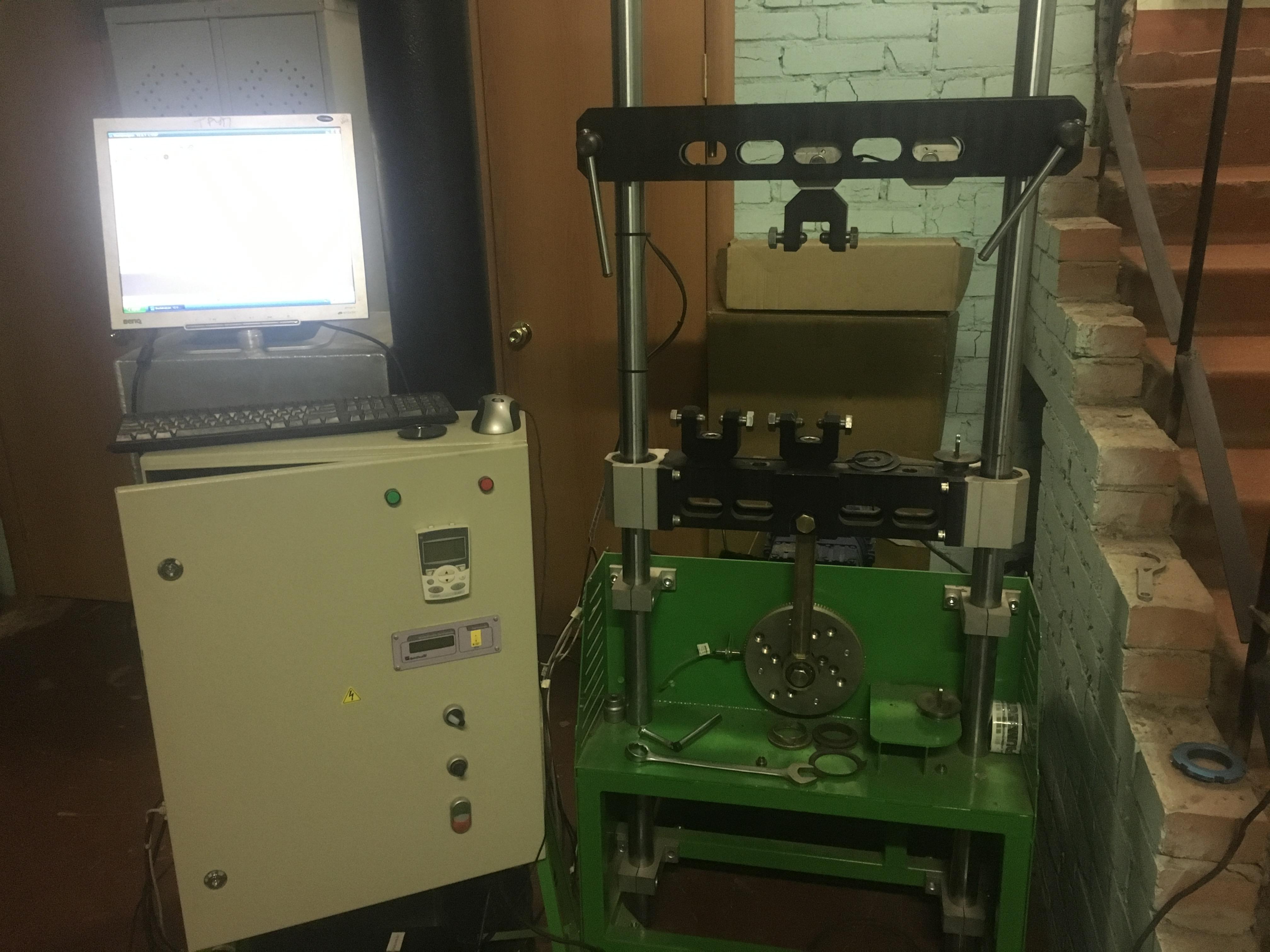 На производстве имеется стенд, для снятия показателей амортизаторов и пружин. Здесь так же проверяется прочность и надежность узлов амортизаторов.